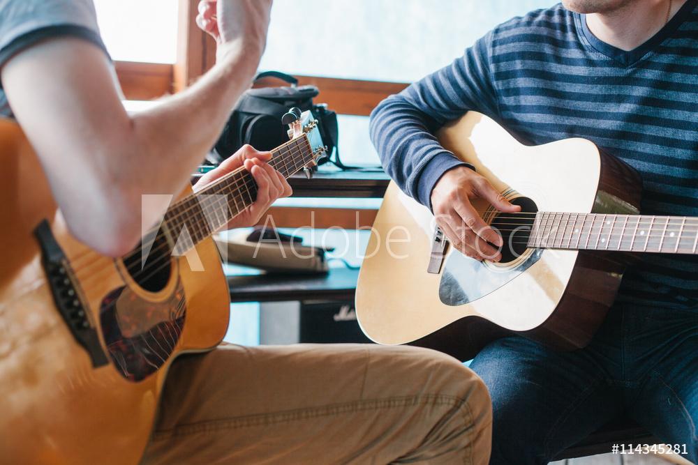 エレキギター初心者講座 エレキギターは習う?独学?どっちがいい?